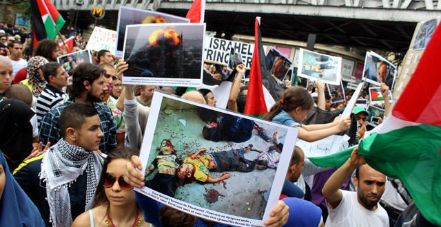 pro-palestine-protest-descends-into-anti-semitism-in-paris-this-weekend-article-body-image-1406056111-640x330