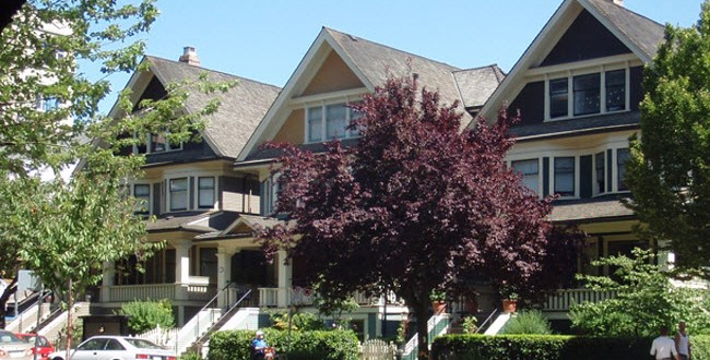 Vancouver_homes_in_street-650x330